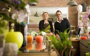 Benjamin et Amandine dans leur boutique